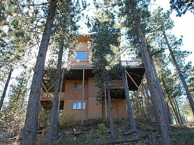 VRBO.com #398017 - Secluded Three Bedroom Cabin + Loft Centrally Located to Attractions.
