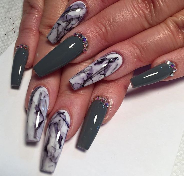 ❤Love this marble nail art with dark grey polish, nice.  #nailart #nailswag #nailstagram