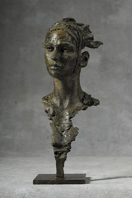 Christophe Charbonnel Eurydice III - Bronze, 36 x 15 x 15 cm  2013_CC_EurydiceIII_l2.jpg (426×640)                                                                                                                                                     Plus