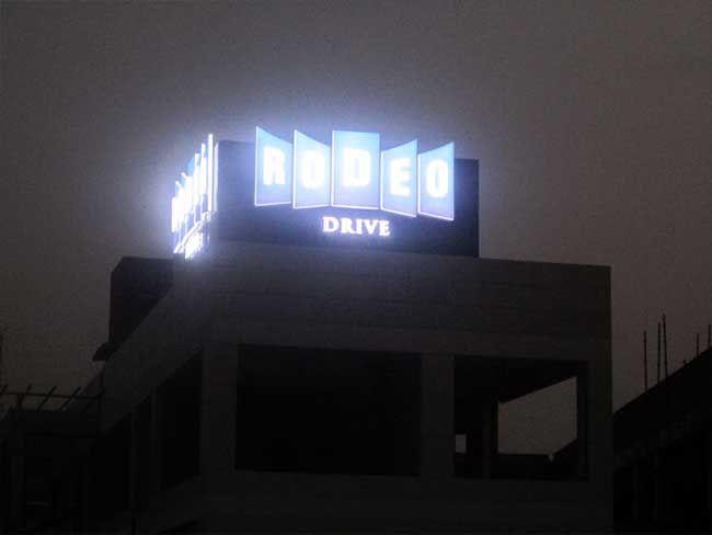 http://www.izmirmarkareklam.com İzmir Marka Reklam Ajansı Işıklı Plexiglass Çatı Tabelası