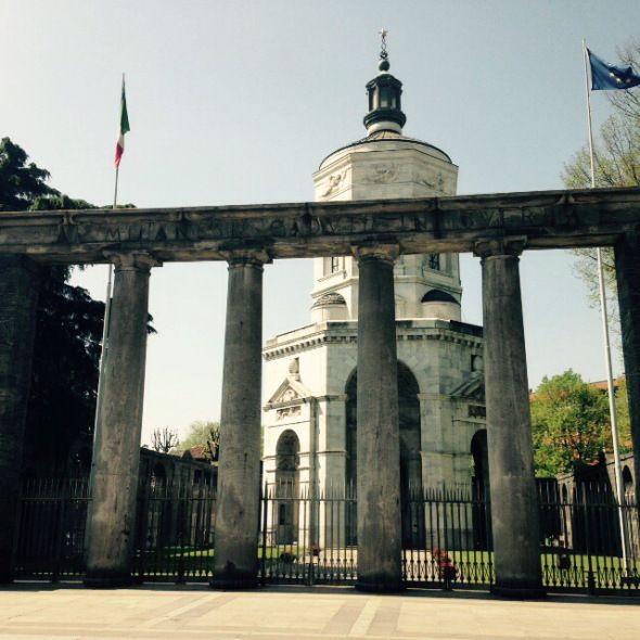 #Fuoriloco in onore della festa del lavoratori del I maggio https://fuoriloco.wordpress.com/ #1maggio #festadeilavoratori #giovannifalcone #milano #monumento