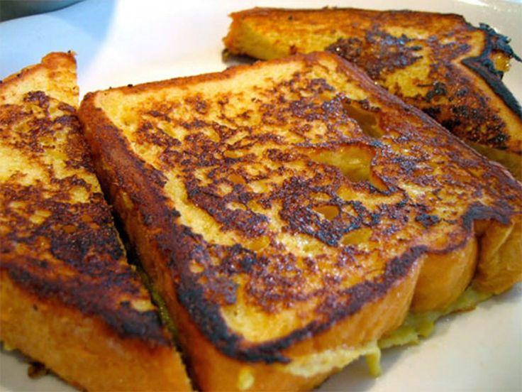 Fransız tostu yapmak için ekmeğe ve sütlü bir karışıma ihtiyacınız vardır. Ekmekler bu karışıma bulanarak kızartılır ve pudra şekeri ile servis edilir. Oldukça güzel olan bu tarifi sabahları sevdiklerinize hazırlayabilirsiniz.