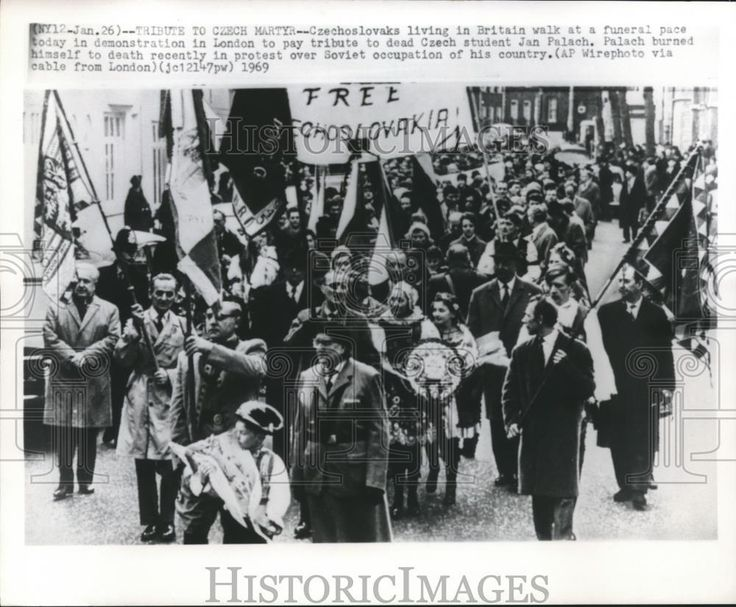 1969 Press Photo London Czechoslovaks march to pay tribute to Jan Palach death | eBay