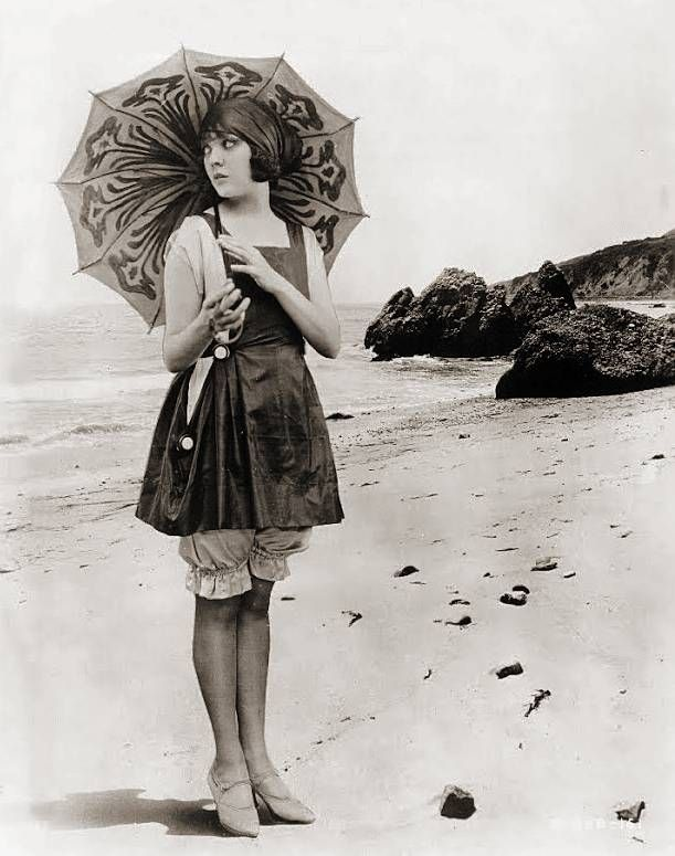 PHOTO - LIKELY FOR ARCADE CARD - MOVIE STAR - LILA LEE - ON BEACH WITH PARASOL AND LONG SWIM SUIT