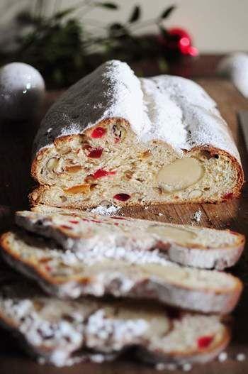 クリスマスの定番・ドイツ発祥の菓子パン「シュトレン」や手作りクッキーと一緒に、グリューワインを味わいます。