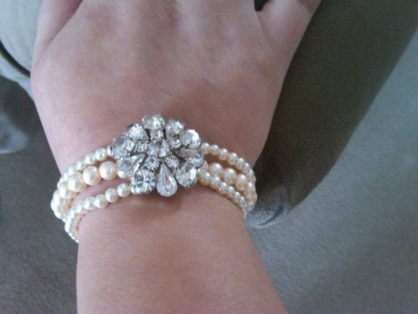 diy wedding bracelet for the mother of the bride and mother of the groom? <3