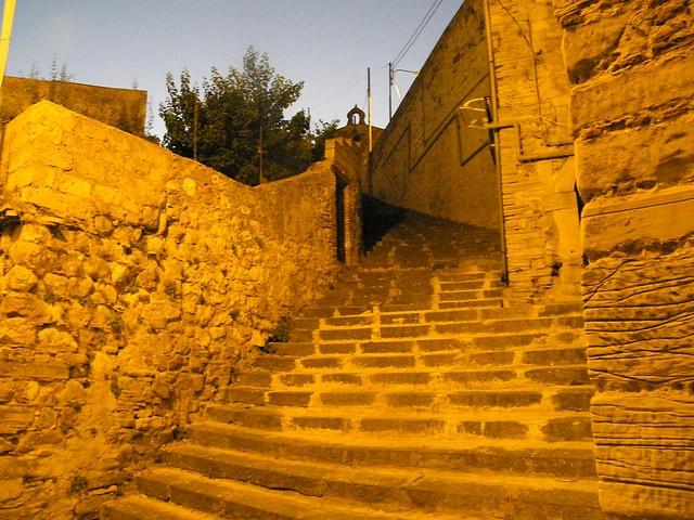 Nicosia - Scalinata che porta alla Basilica di S. Maria Maggiore by sirjo_67, via Flickr  #InvasioniDigitali il 20 aprile alle ore 9.00 Invasore: Charlie La Motta #laculturasiamonoi #liberiamolacultura