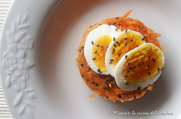 Insalata di carote alla senape e uova sode.