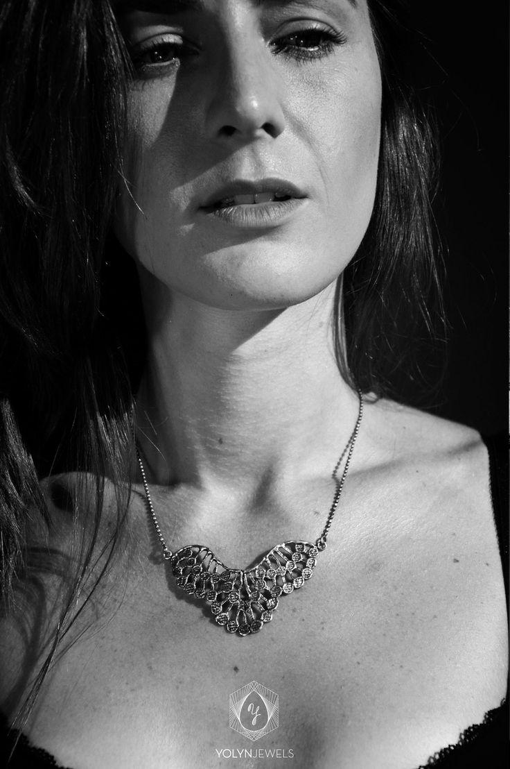 Angélica, un colgante sumamente femenino con un toque discreto que lo hace sumamente especial. http://yolyn.es/product/ang%C3%A9lica