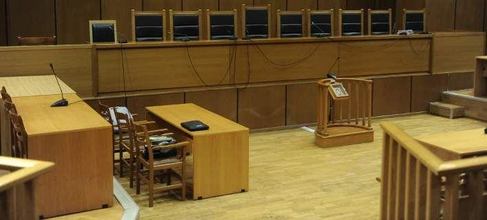 Σηκώνουν τα χέρια ψηλά οι δικηγόροι για τις ασφαλιστικές εισφορές - Ζητούν παράταση και δόσεις