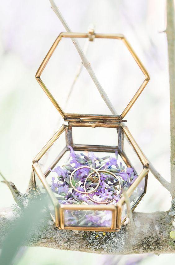Geometric wedding ring box / http://www.deerpearlflowers.com/terrarium-geometric-details-ideas/4/ #ArthursJewelers