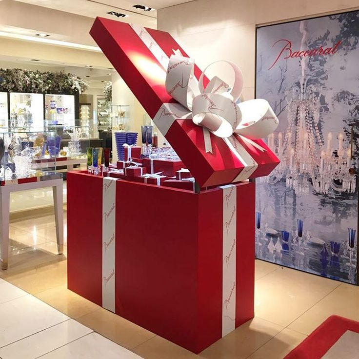 "TSUM DEPARTMENT STORE, Moscow, Russia, ""You open the box and it's like a suprise present"", pinned by Ton van der Veer"