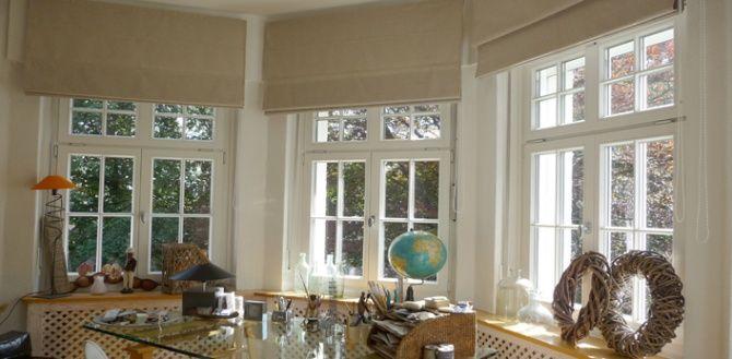 Nackte Rollos außen; aber dann lässt sich das Fenster nicht öffnen und es kommt keine frische Luft rein im Sommer. Und genau dann brauche ich Verdunkelung