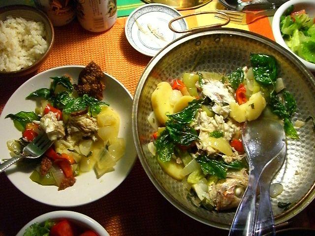 """7月にポルトガルから我が家に飛来してきた、""""カタプラーナ鍋""""。 以来、このお鍋はちょくちょく我が家の食卓に登場し、重宝している。これのいいところはなんといっても""""失敗がない""""ところ。お野菜やお肉やシーフードなど、ありったけのものを詰め込んで、オリーブ油をたら~りとかけ、ちょこっと..."""