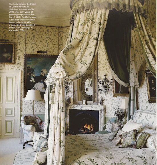 Four poster with ciel de lit