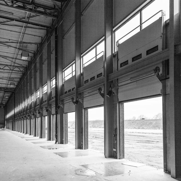 Assignment for one of my clients. Making photos and video in a huge distribution facility of 60000 m2. Here you see an almost endless row of loading docks.