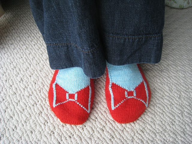 Dorothy's Ruby Slippers  This is a knitting pattern for socks that look like you are wearing ruby slippers. Maybe one day I will have the knitting skill to be able to do this.