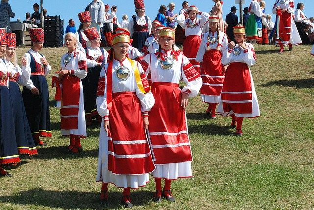 Estonian Song and Dance Celebration festive parade in traditional costumes - Image by ToBreatheAsOne