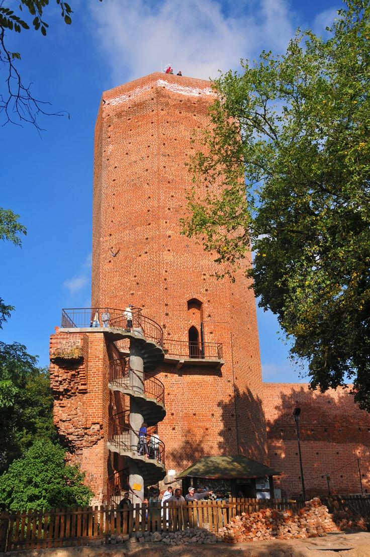 Kruszwica castle is located in Kruszwica , Rz?powskim Peninsula Lake Gop?o, Poland