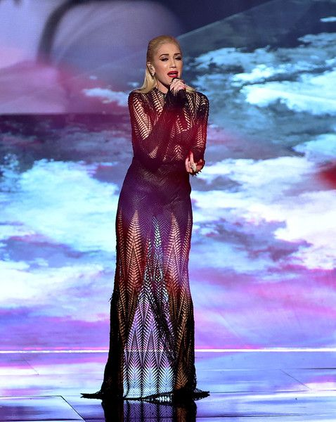 Gwen Stefani Photos Photos - Singer Gwen Stefani performs onstage during the 2015 American Music Awards at Microsoft Theater on November 22, 2015 in Los Angeles, California. - 2015 American Music Awards - Show