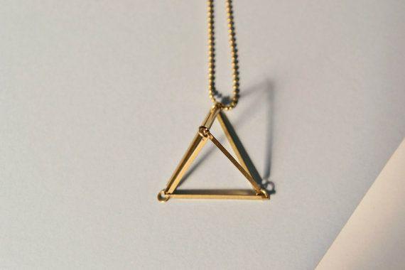 messing driehoek ketting geometrische ketting 3d door NestofReveries