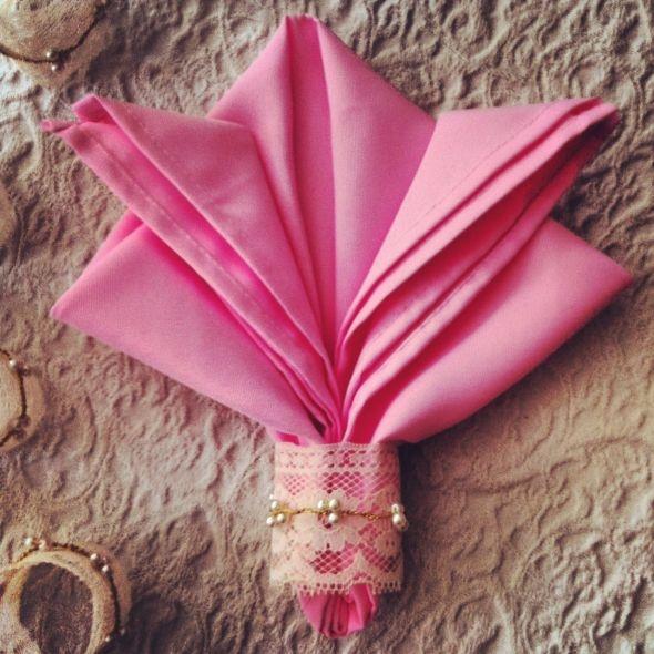 lace napkin holders & pretty napkin fold
