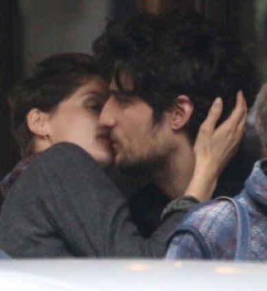 Картинки по запросу laetitia casta and louis garrel kissing