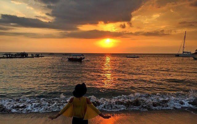 Pemandangan Sunset Romantis Berwisata Merupakan Salah Satu Cara Untuk Melepaskan Kepenatan Dari Rutinitas Yang Mende Pemandangan Pantai Pemandangan Yang Indah