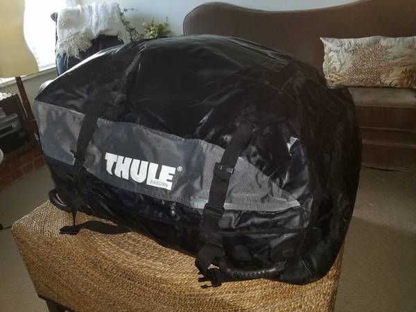Thule soft roof top carrier completely insulated and lined w/ padding (Moorpark) $65