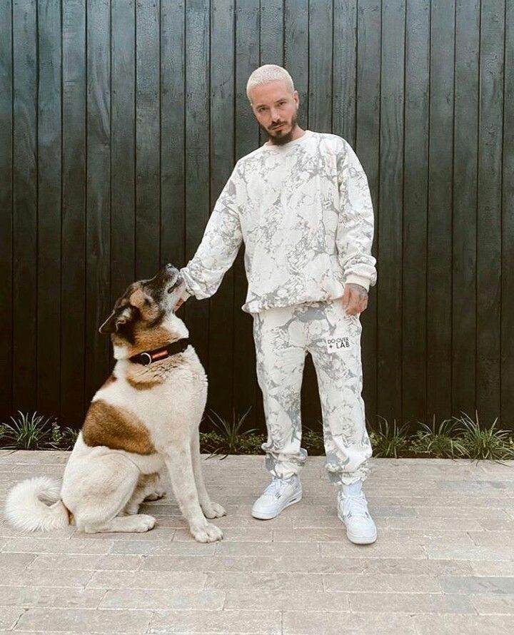 Pin By Atosa On J Balvin In 2020 Man And Dog Artist Outfit Reggaeton