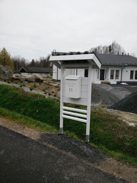 Valkoinen postilaatikkoteline/moderni postilaatikkoteline/metallinen postilaatikko/magneettikyltti/itsesuunniteltu/Villa Amélie  Villa Amélie - Unelmaa rakentamassa: lokakuuta 2016