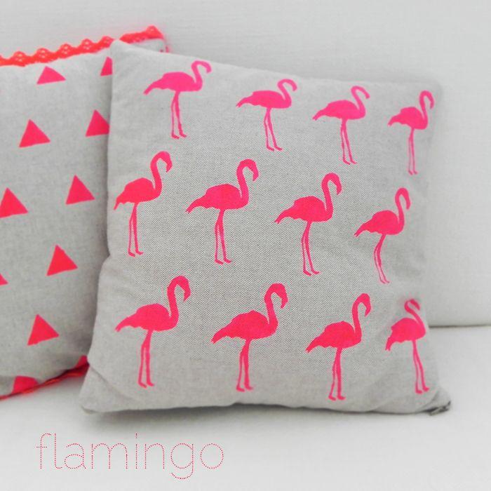 fluo pillow - flamingo