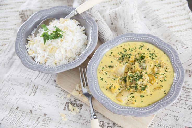 Lombo de tamboril com molho de caril e arroz de amêndoas. Descubra como cozinhar Lombo de tamboril de maneira prática e deliciosa com a TeleCulinária!