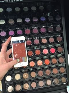 Using the #colourswatchapp to choose the perfect eyeshadow at mac Autumn coloured swatch