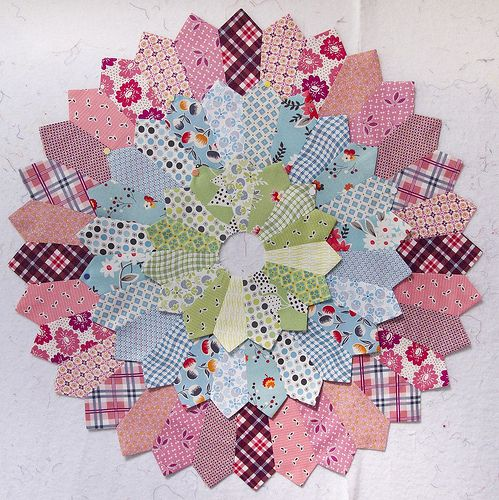 Dresden Quilt Patterns Free : 424 best images about Quilts Dresden Plate Designs on Pinterest Dresden quilt, Quilt and ...