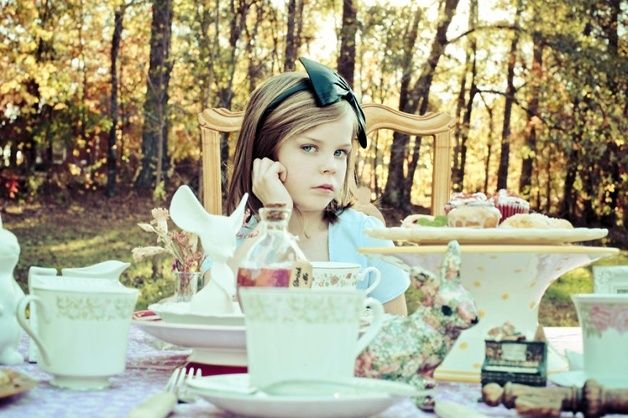 Alice In Wonderland. Mom Photographs Her Daughter As Various Iconic Characters, And The Results Are Amazing • BoredBug