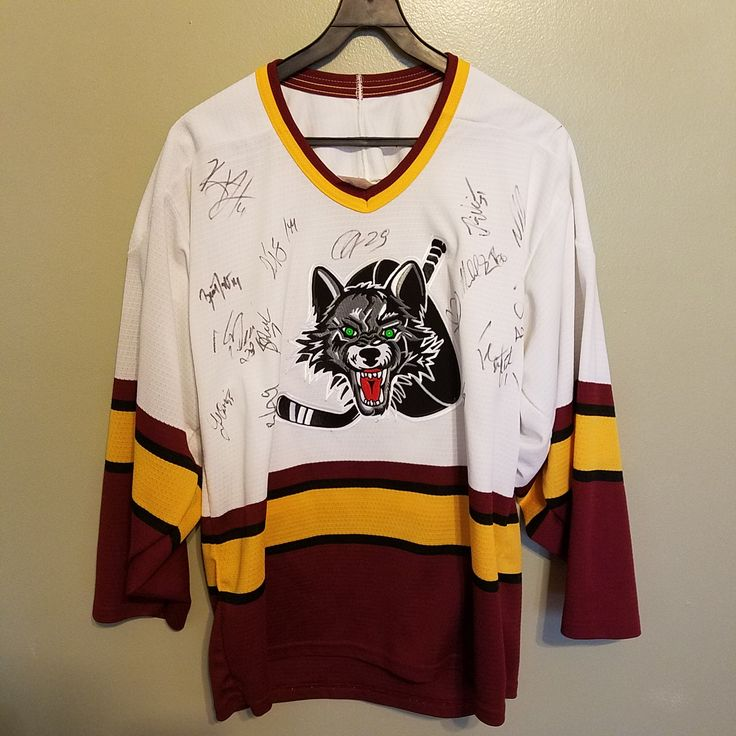CHICAGO WOLVES AUTOGRAPHED HOCKEY JERSEY SIZE MEDIUM ADULT
