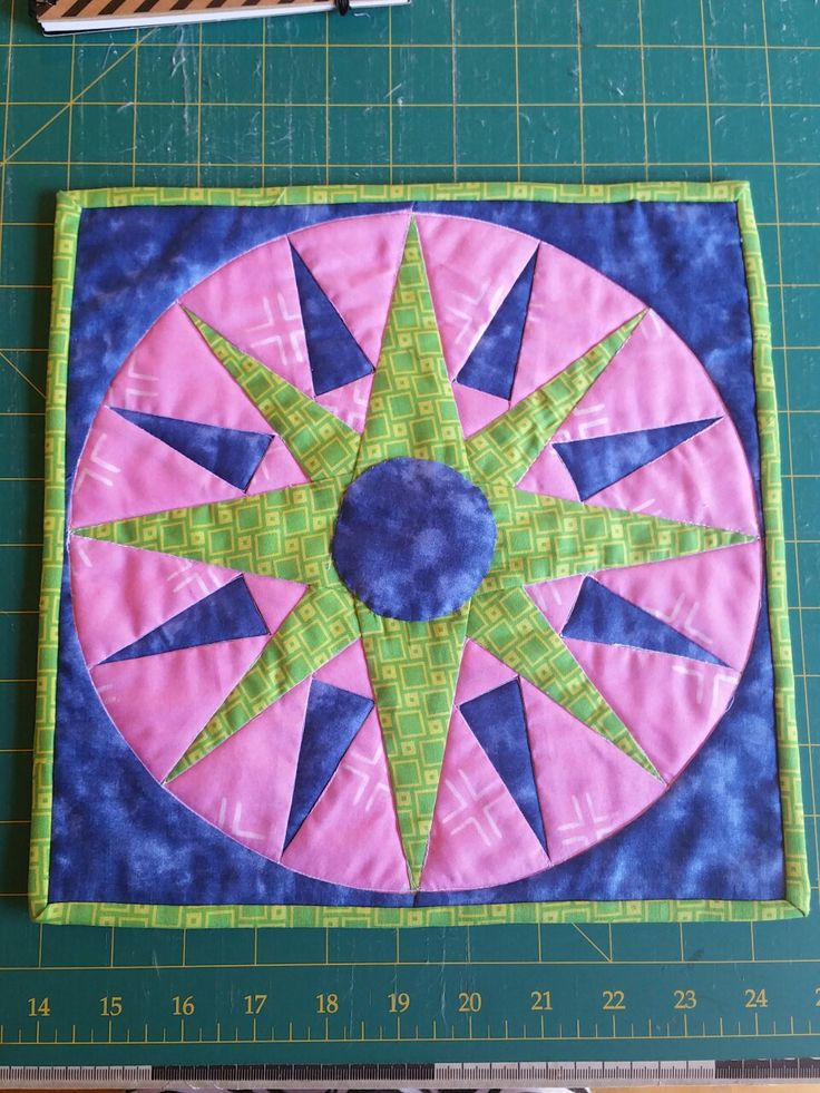 This is a swap i have done iver in Instagram for the #2016crayonchallenge. ..Foundation Paper piecing 💜✂💜