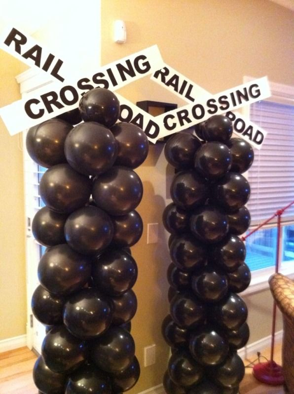 Balloon towers for a train party! Would like the balloon's in Red and Blue.
