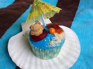 Teddy bears at the beach cupcakes from Kitty's Kozy KitchenCake Cupcakes, Teddy Bears, Beach Parties, Bears Cupcakes, At The Beach, Parties Ideas, Beach Picnics, Cupcakes Rosa-Choqu, Beach Cupcakes