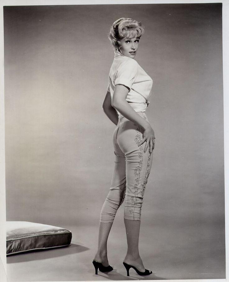 Karen Steele topless photos