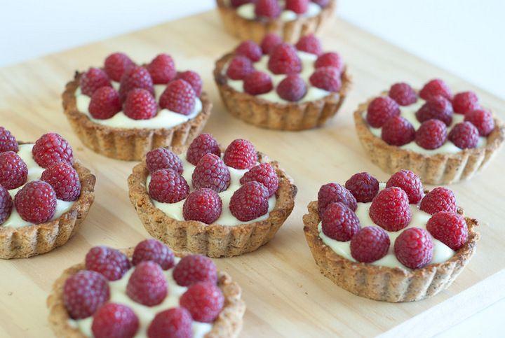 Raspberry Custard Tartlets (Grain-Free) | The Mommypotamus |