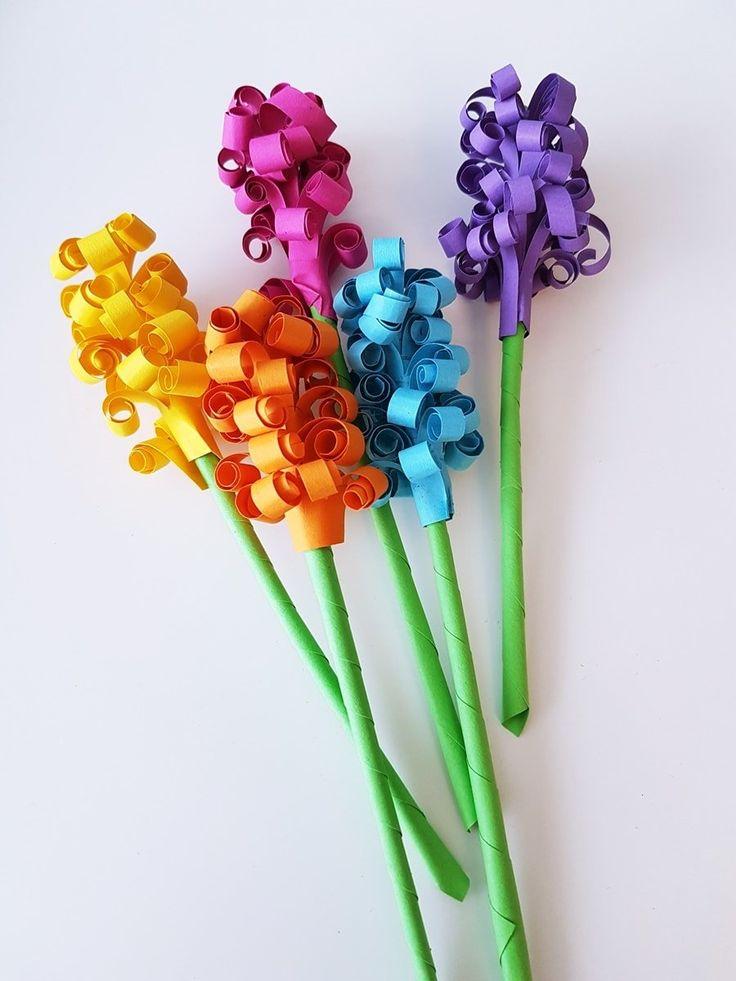 Eine schöne Bastelidee für den Frühling sind Hyazinthen aus Papier. In meiner DIY Anleitung zeige ich Schritt-für-Schritt wie man einen Hyazinthen Blumenstrauß bastelt.