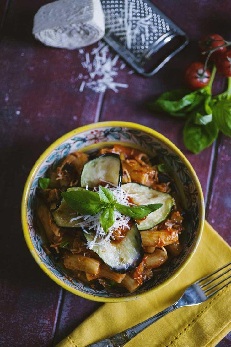 Pasta alla Norma: La #pasta alla #Norma è il primo piatto a base di #melanzane per eccellenza, che non può mancare nel ricettario per un pranzo in famiglia!
