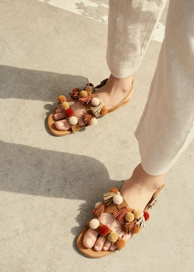 Pompom leather sandals