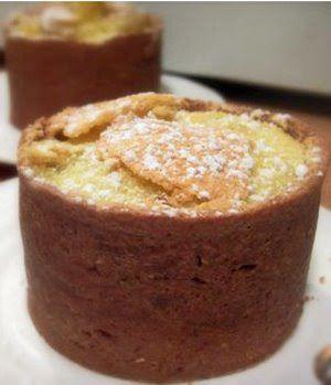 un Felder ....gateau compose d'une pate sablee au chocolat, une compote de pomme et d'une creme aux oeufs.