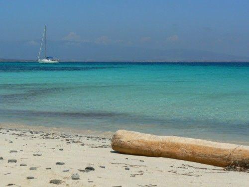 Mal di Ventre paradiso in #Sardegna    Sull'Isola di Mal di ventre, al largo della penisola del Sinis (OR), ci si arriva in gommone. È un vero angolo di paradiso deserto e selvatico.