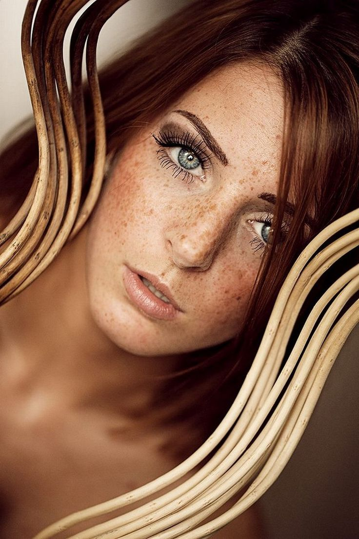 What is it about redheads that some of us – the sane ones anyway – find simply irresistible? Is it really just the hair color, or is there something else, some ineffable quality that we can't pin down?Maybe it's the contrast between fair skin and rich hair color. Maybe it's the rarity; red hair occu