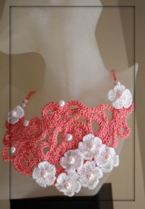 collar salmon asimetricoCrochet Flowers, Coral, Crochet Jewelry, Flower Necklaces, Salmon Asimetricos, Crochet Fabric, Collars Salmon, Bib Necklaces, Bibs Necklaces