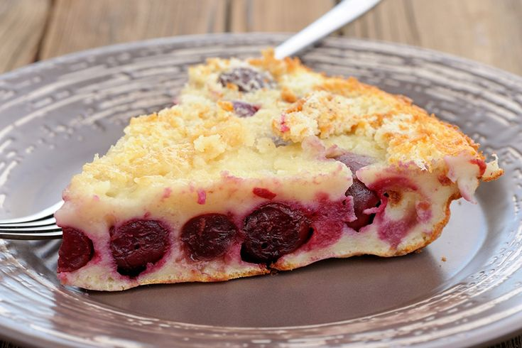 Il clafoutis di ciliegie è un dolce prelibato ed elegante, perfetto per chiudere un pranzo o una cena o per una superba colazione.